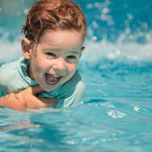 کارگاه آموزش شنا به خرسالان